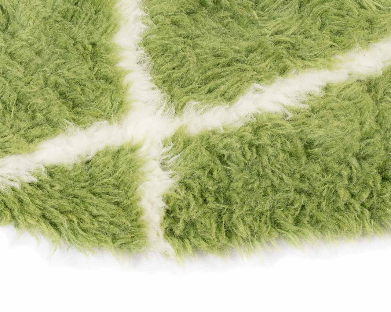 fluffy texture rug with white rhombus