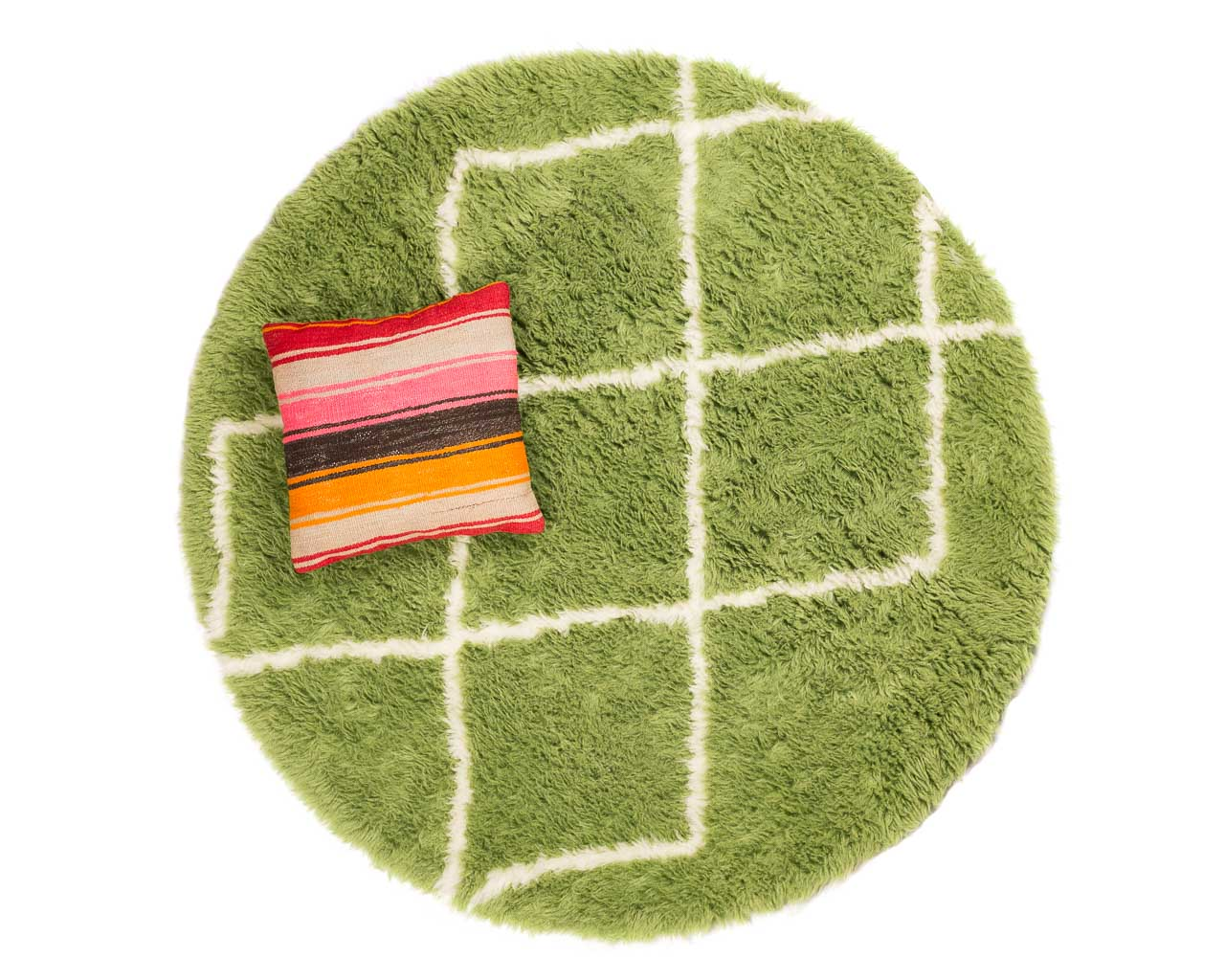 green rug with white rhombus pattern