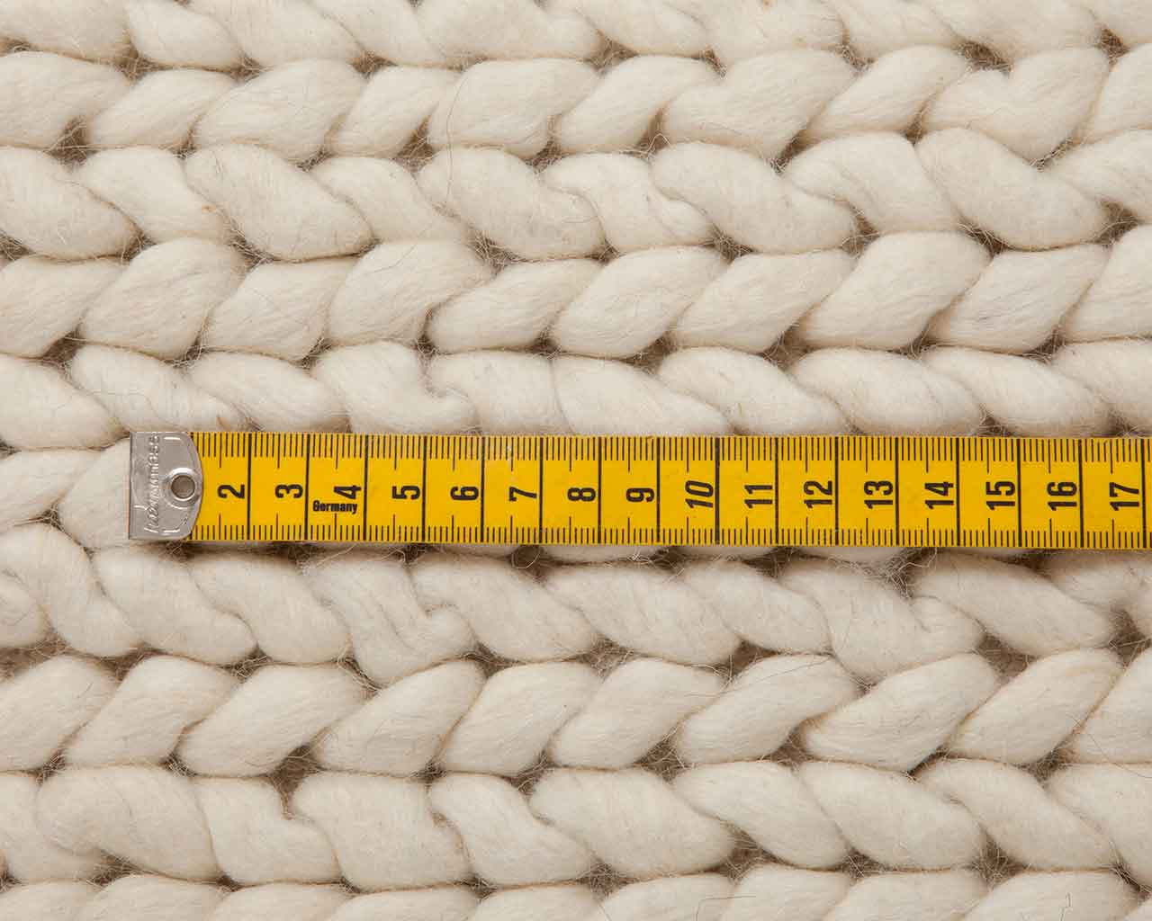 how to choose size woolen white carpet 1