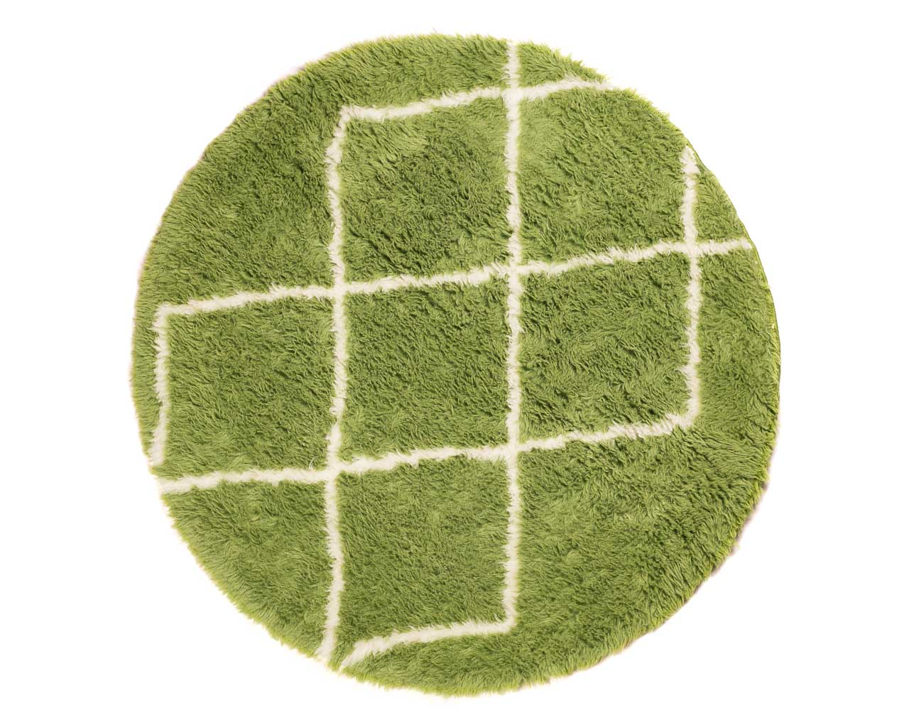 round green rug with rhombus patterns