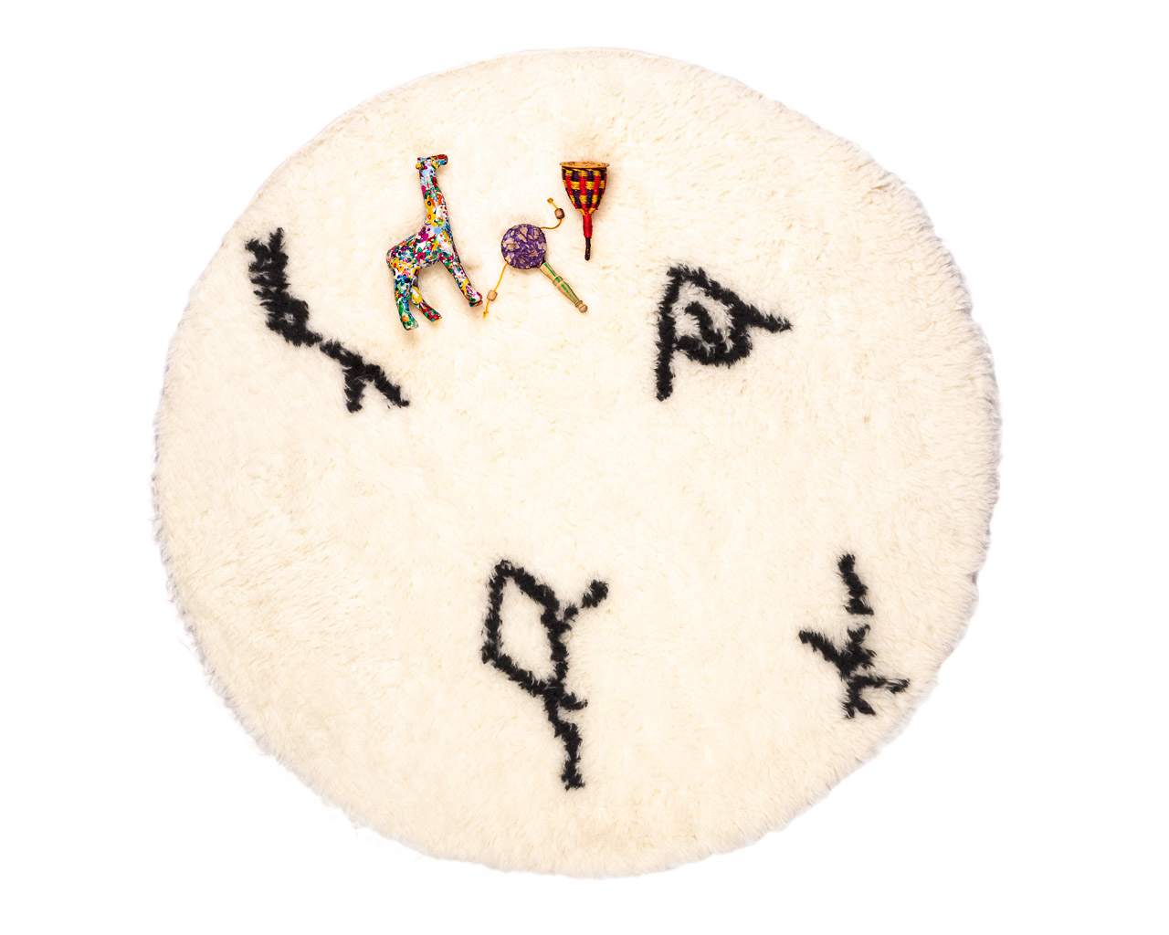 round-rug-in-white-color-with-black-symbols