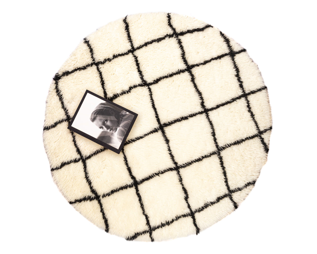 round-rug-with-black-squares
