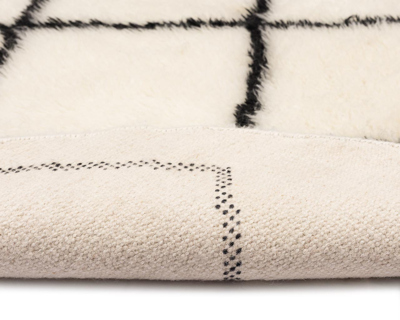 simple rug in white with rhombus pattern