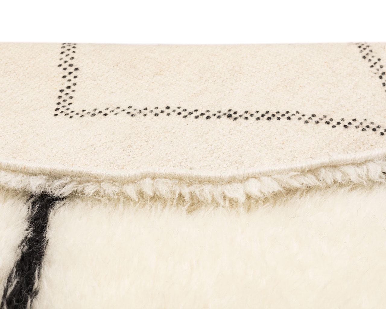 simple white color rug with rhombus