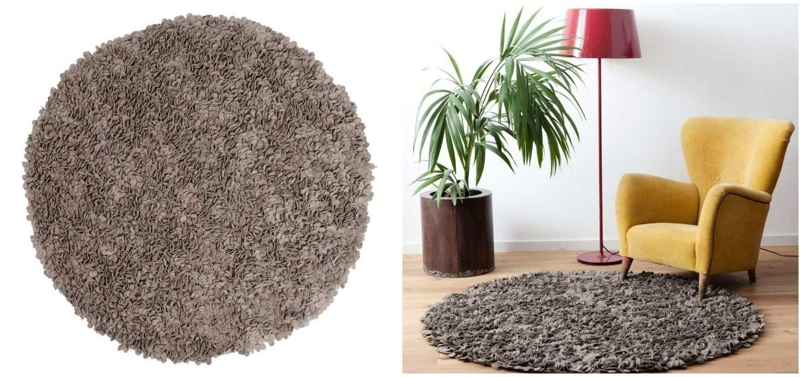 brown-round-rug-in-lounge-area