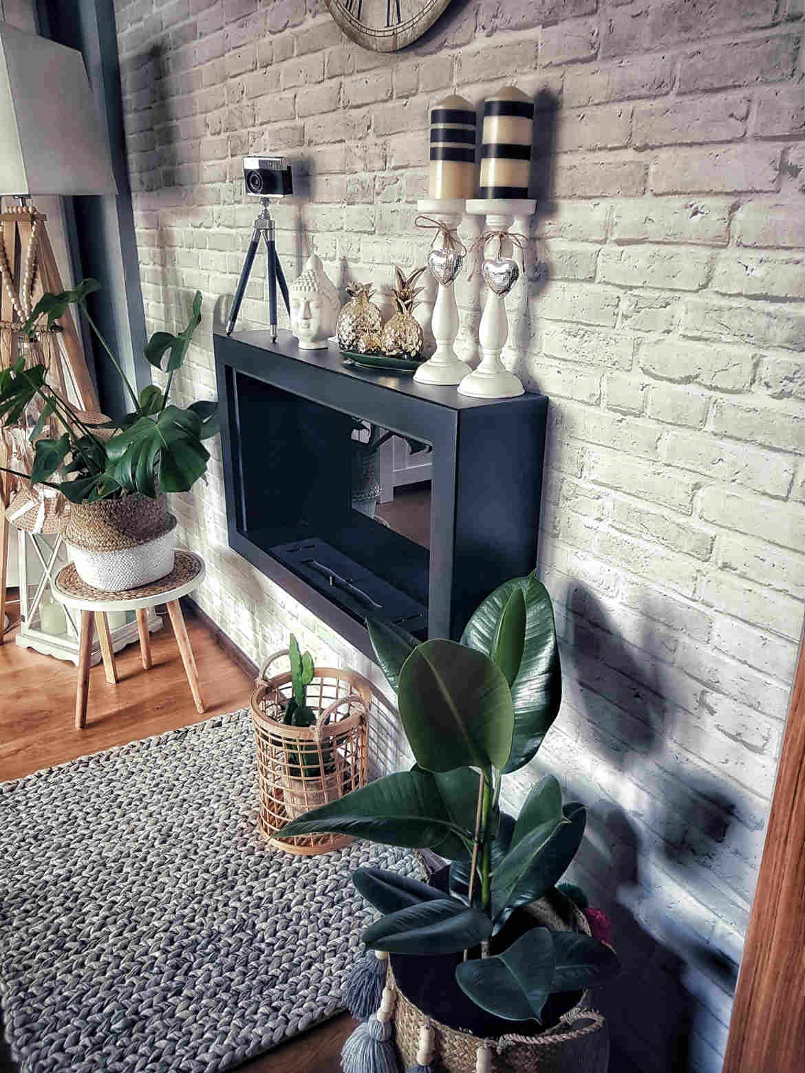 beautiful-hygge-braided-wool-rug-under-the-fireplace-jungalow-vibe